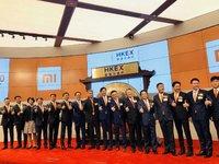 小米香港挂牌上市,开盘价16.6港元,较发行价下跌2.35% | 钛快讯