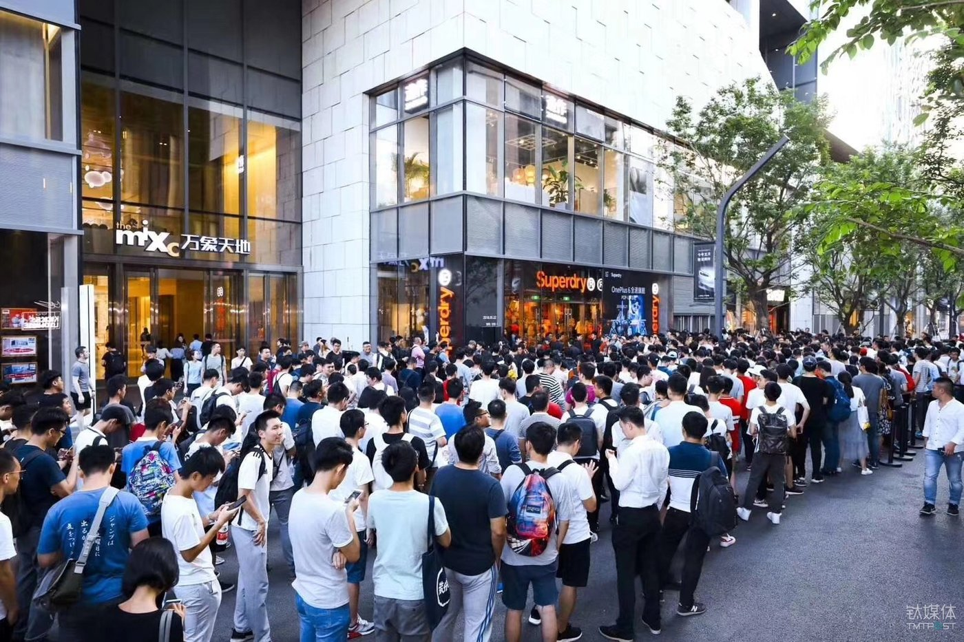 OnePlus Cooperation with Superdry: Off-line Events