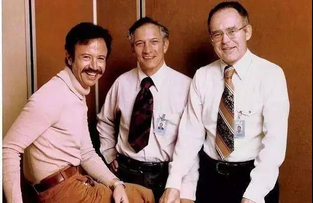 除了鲍勃·诺伊斯 和戈登·摩尔,后来加入的安德鲁·格鲁夫也被称为共同创始人
