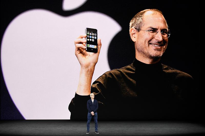 苹果登上了高峰,下一步是走下神坛吗? 翻译失败