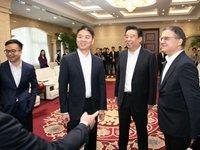 刘强东归国后现身京东总部,与如意控股集团达成战略合作 | 钛快讯