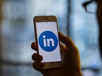 LinkedIn是如何靠增值服务赚钱的?