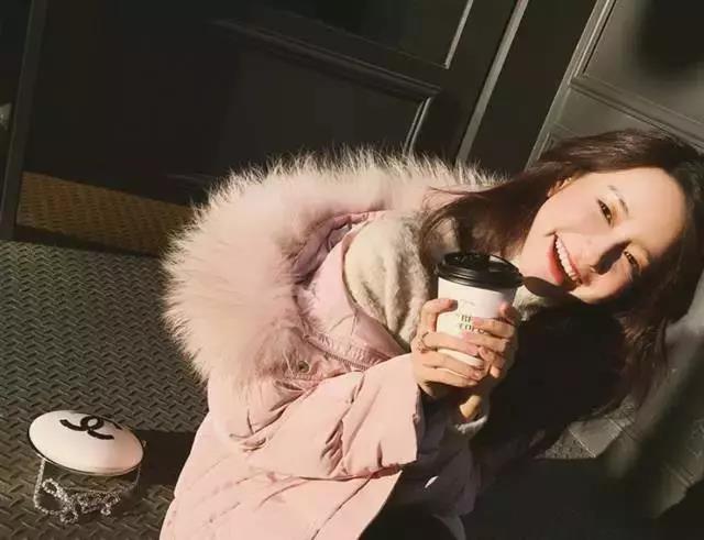 张大奕和她推广的大衣