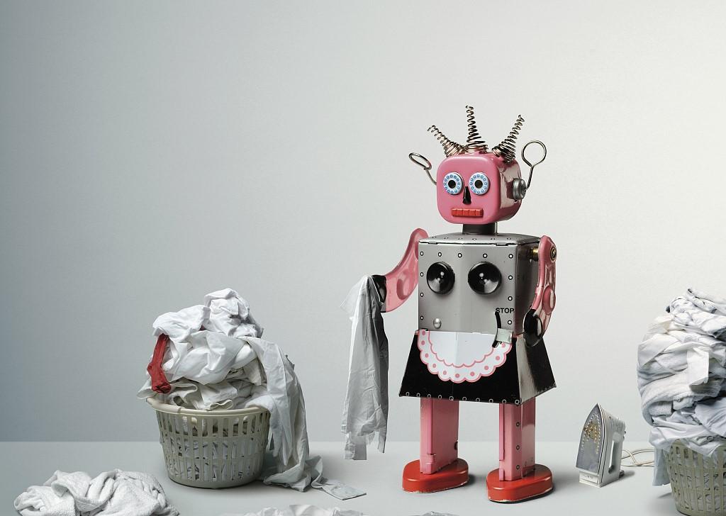 感动哭了,机器人终于学会自己叠衣服了