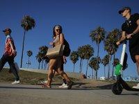 愤怒的美国老铁们,把硅谷的电动滑板车,统统抛进了大海