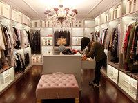 问了100多个问题后,衣橱管理师劝别墅女主扔掉80多件名牌衣服 | 钛媒体影像《在线》