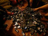 一年废弃4亿部手机都去哪了,我们跟拍5个月还原了全过程丨分分时时彩口诀影像《在线》