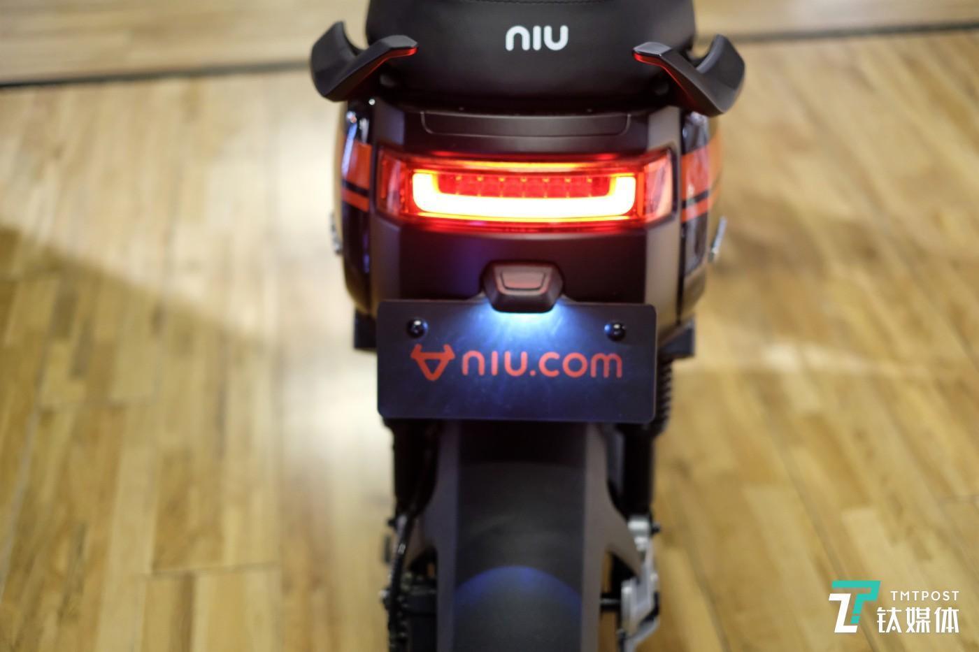 小牛电动车 M+ Pro 尾灯细节