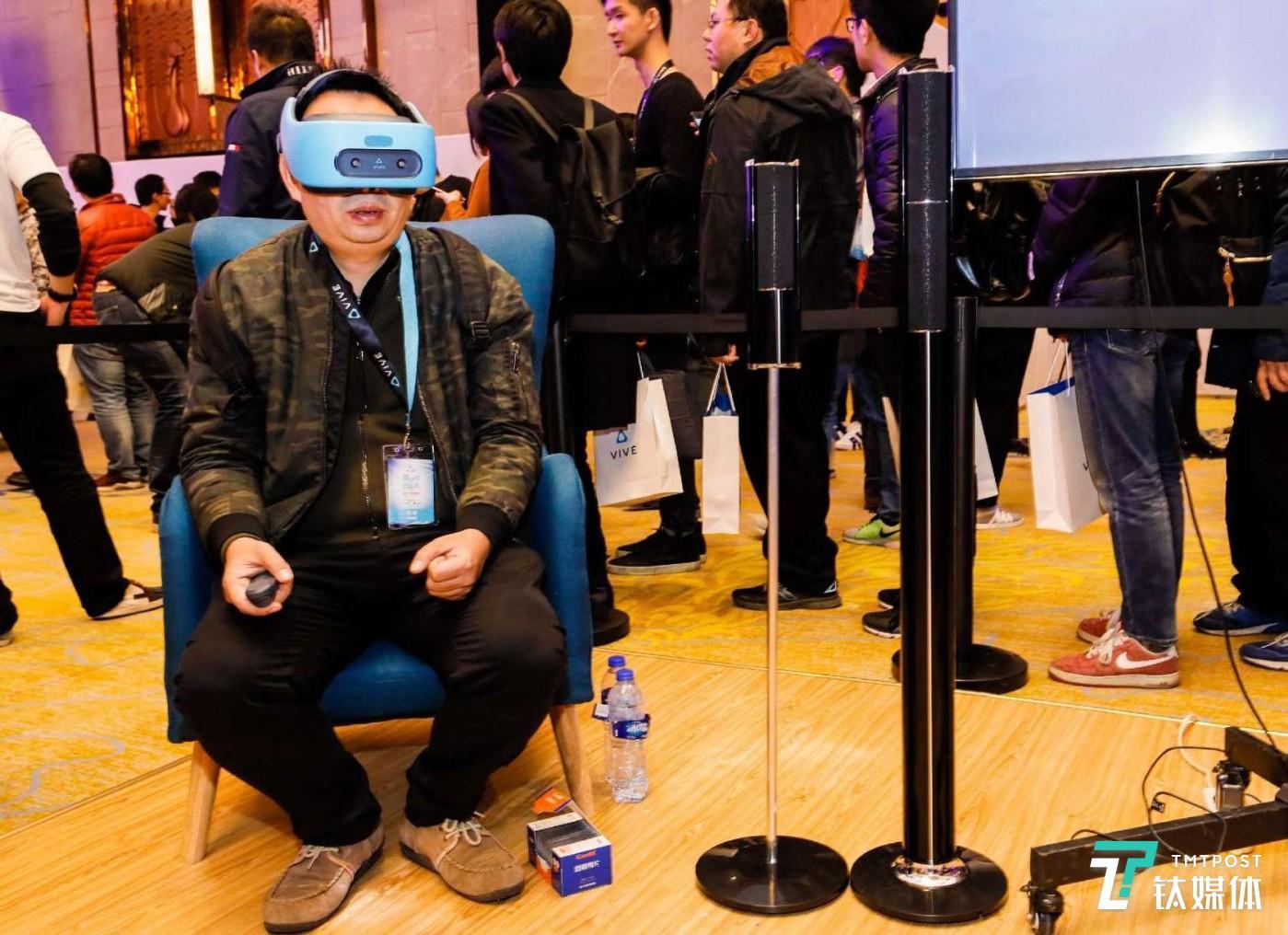 体验 Vive Focus 的用户