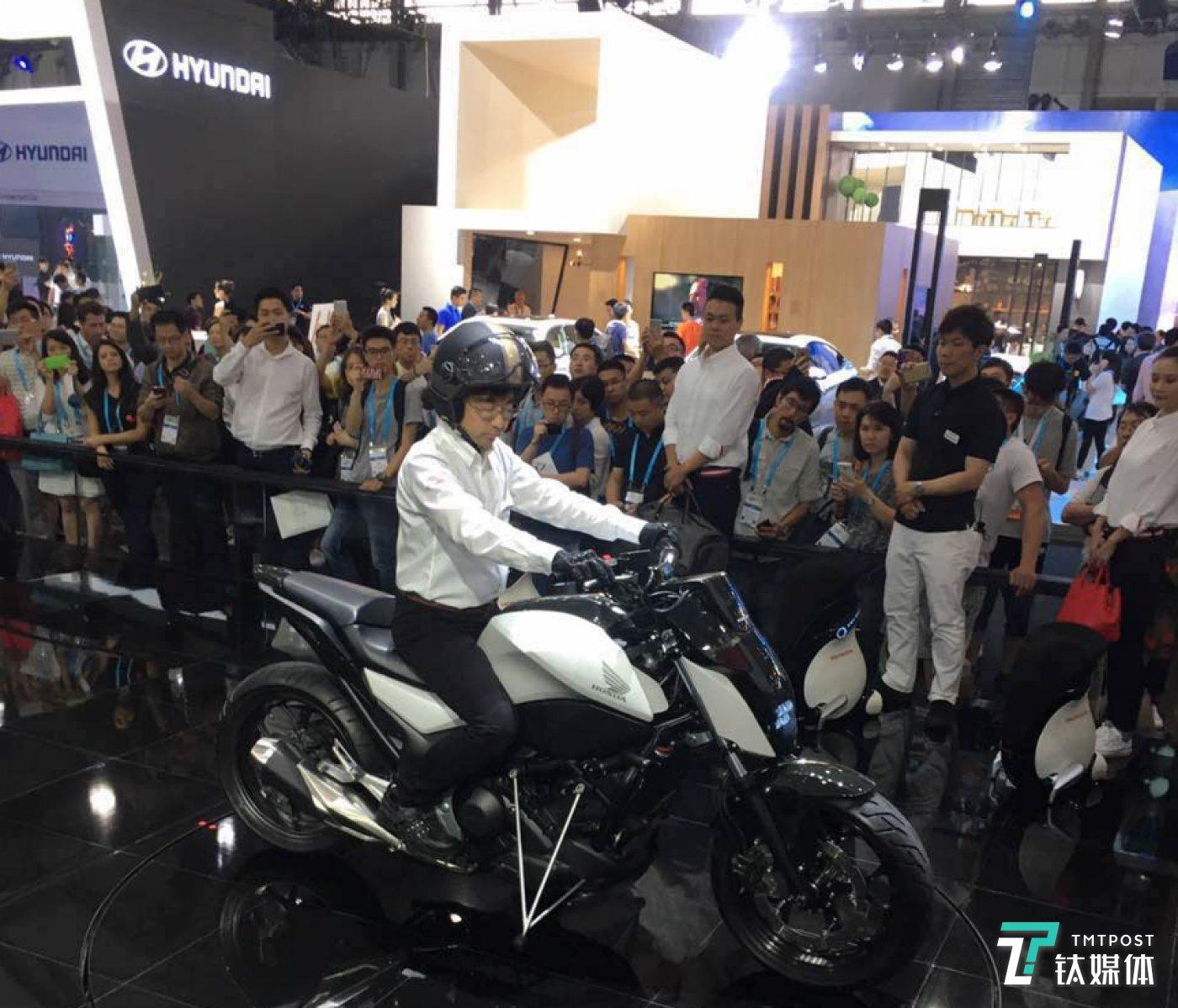 Honda Riding Assist摩托车