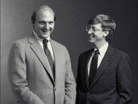 观点:鲍尔默应继续留任微软CEO