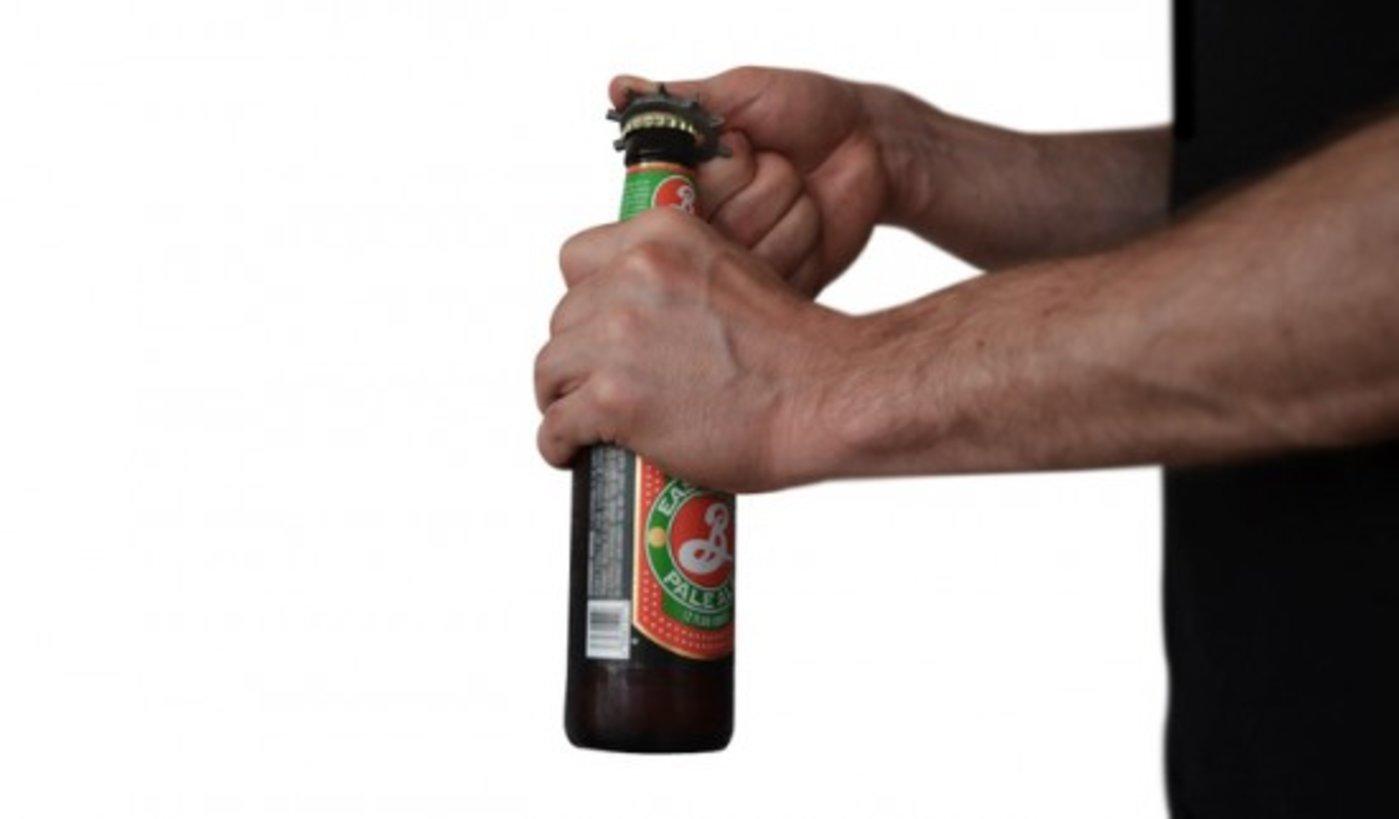 Ringtool opening bottle