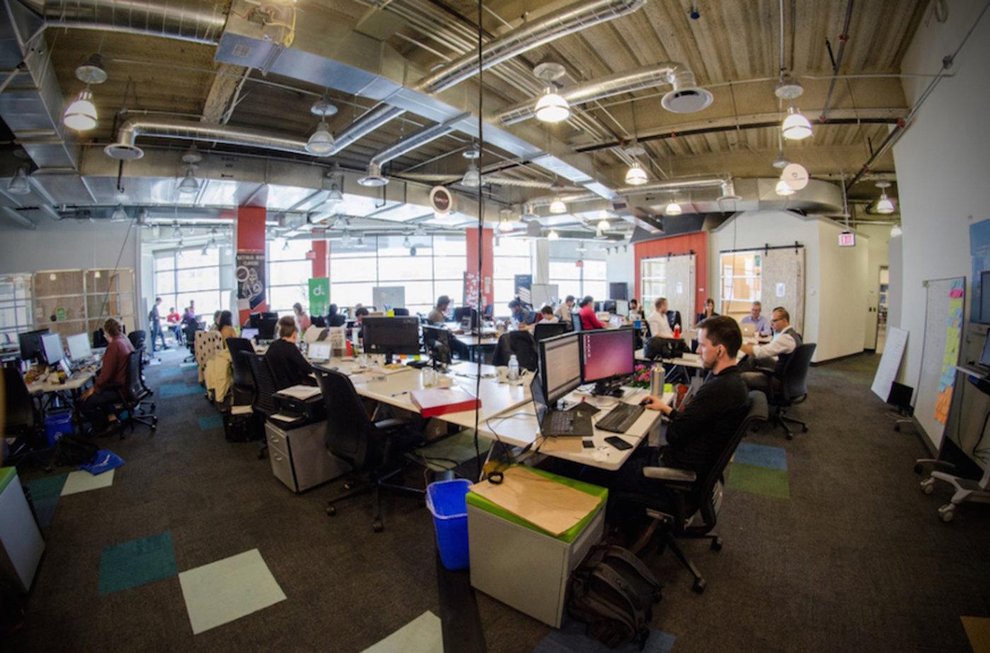 bluemix garage是IBM推出的一种致力于让开发人员和企业使用在云端的IBM区块链代码