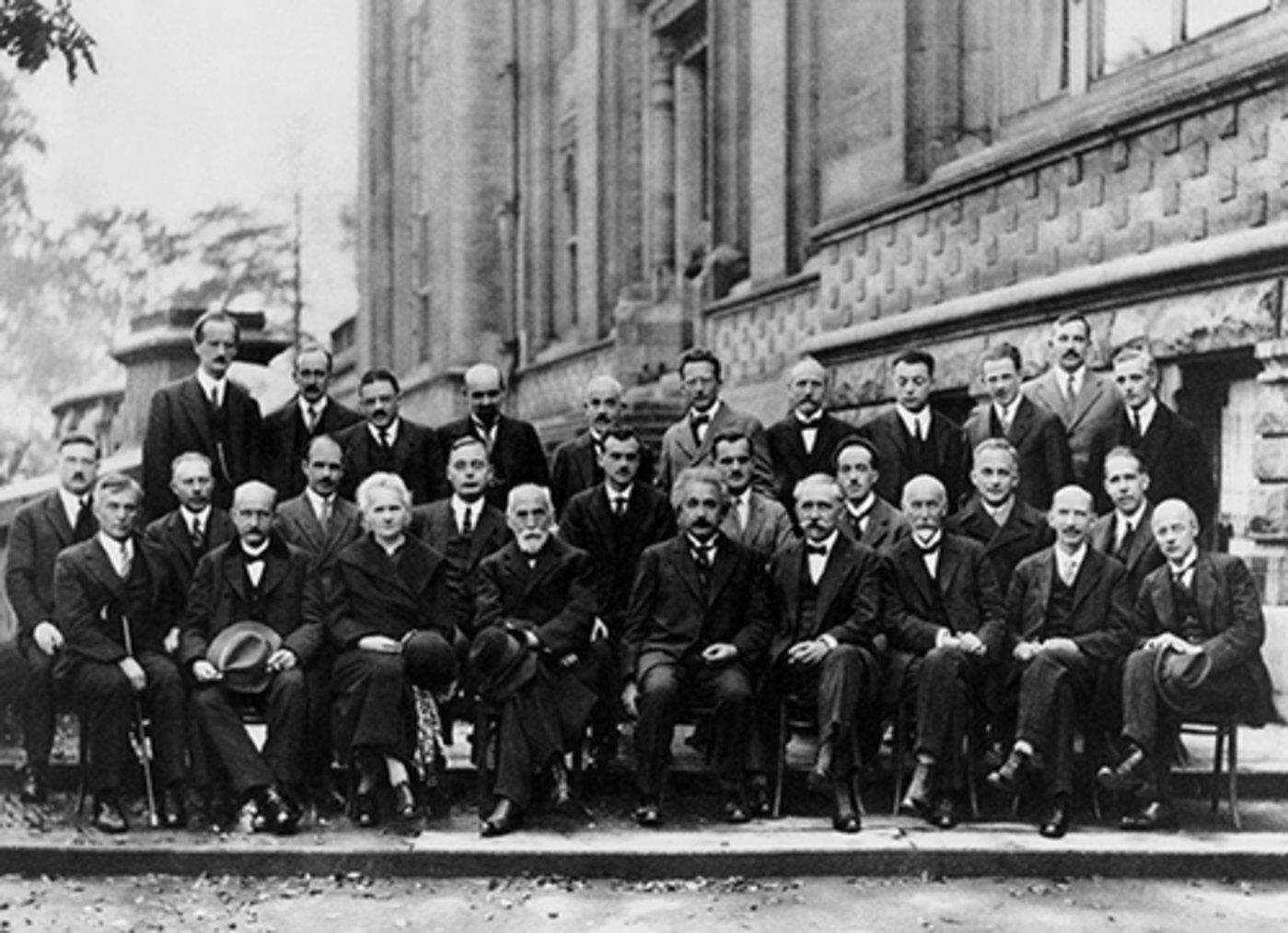 1927年的索尔维会议集合了当时为止人类历史上最天才的物理学家。( Photograph by Benjamin Couprie, Institut International de Physique Solvay, Brussels, Belgium)