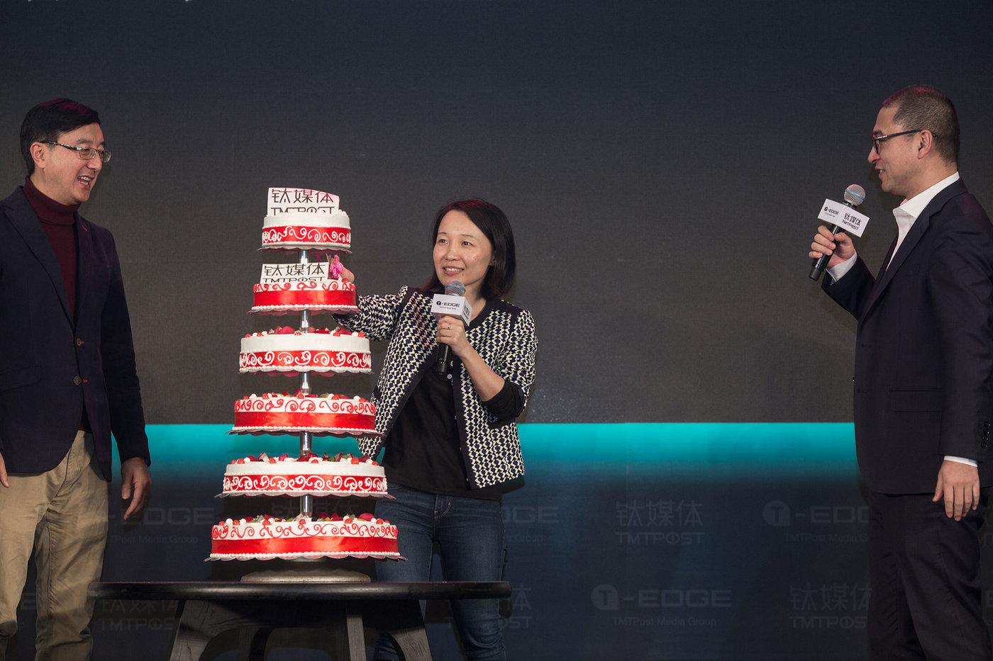 左起:万宁、赵何娟、刘湘明