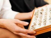 黄金销售低迷、消费观念升级,传统珠宝商正在被抛弃