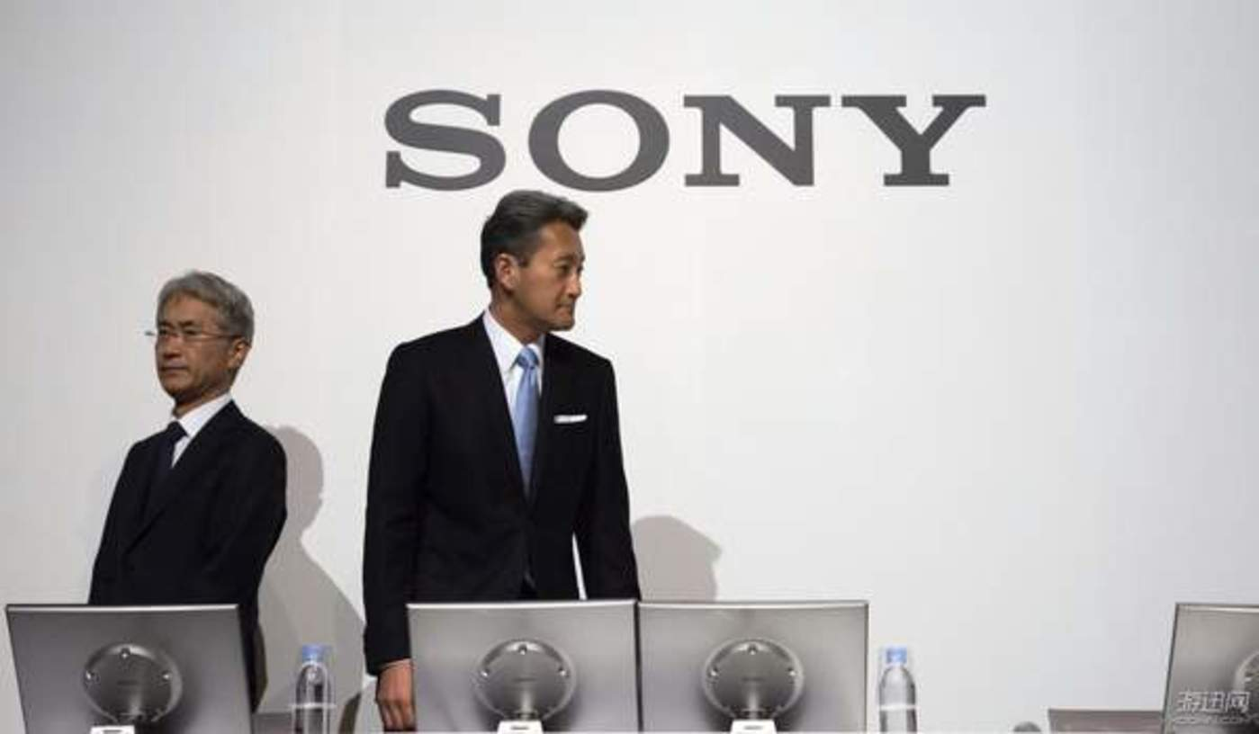 平井一夫(右)和继任CEO的吉田宪一郎(左)