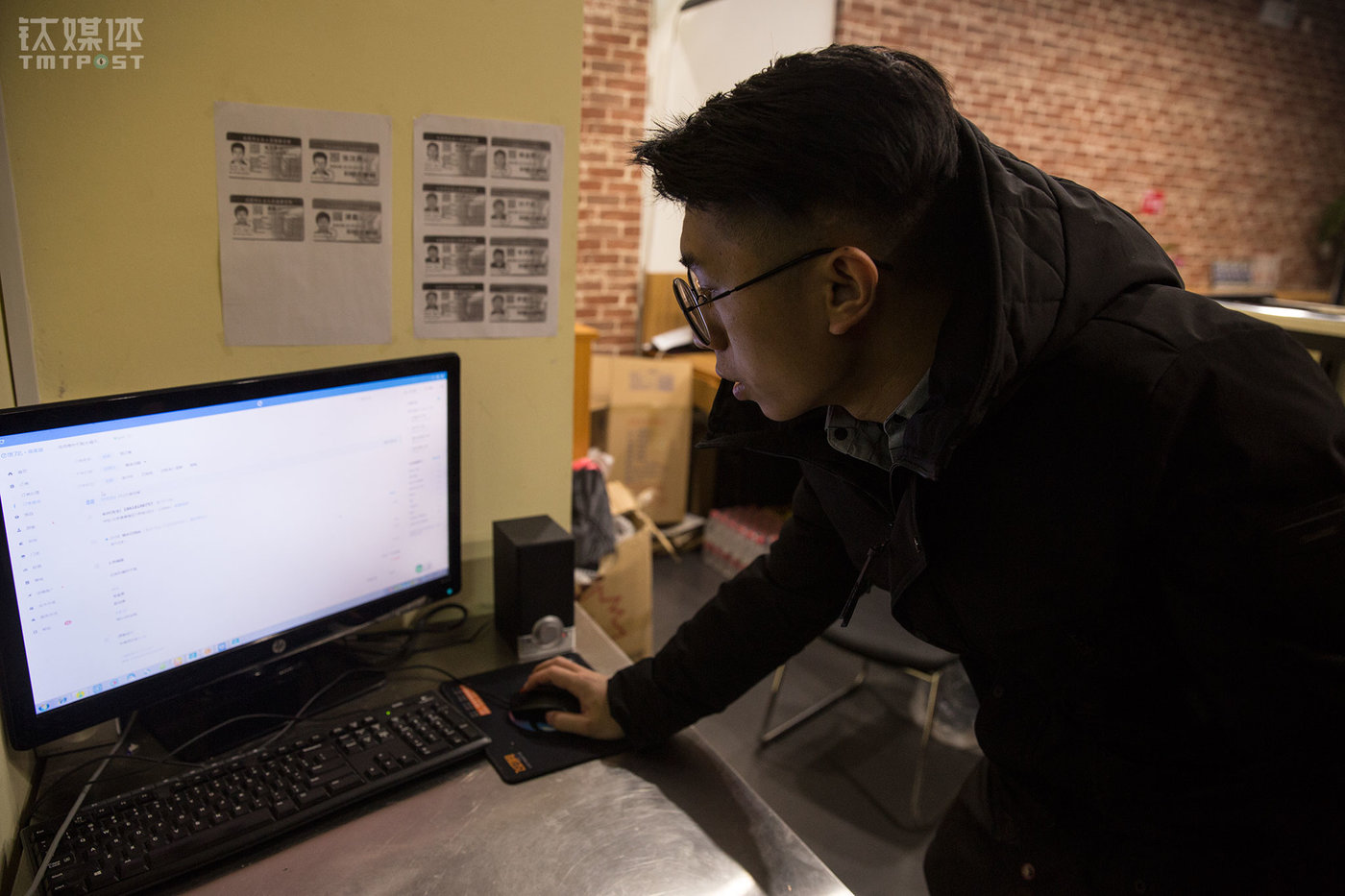 """In late January, Tang Huai officially resigned from the company and has started to devote his time and energy to the operation of the restaurant. He pays attention to the operation data the most as he spends time reading and analyzing the data change of each branch every day. Tang also conducts researches on the restaurants and customers within the area so as to make sufficient operation strategies. """"The more you do this the more confident you become. Very often we get calls from the customers who want to come to our restaurants to eat in asking our address. They would even chat with our staff after they finish their meal,"""" Tang said. He is hoping to lay a firm foundation for his business and establish a franchise chain model to penetrate the entire country with hot dry noodles."""