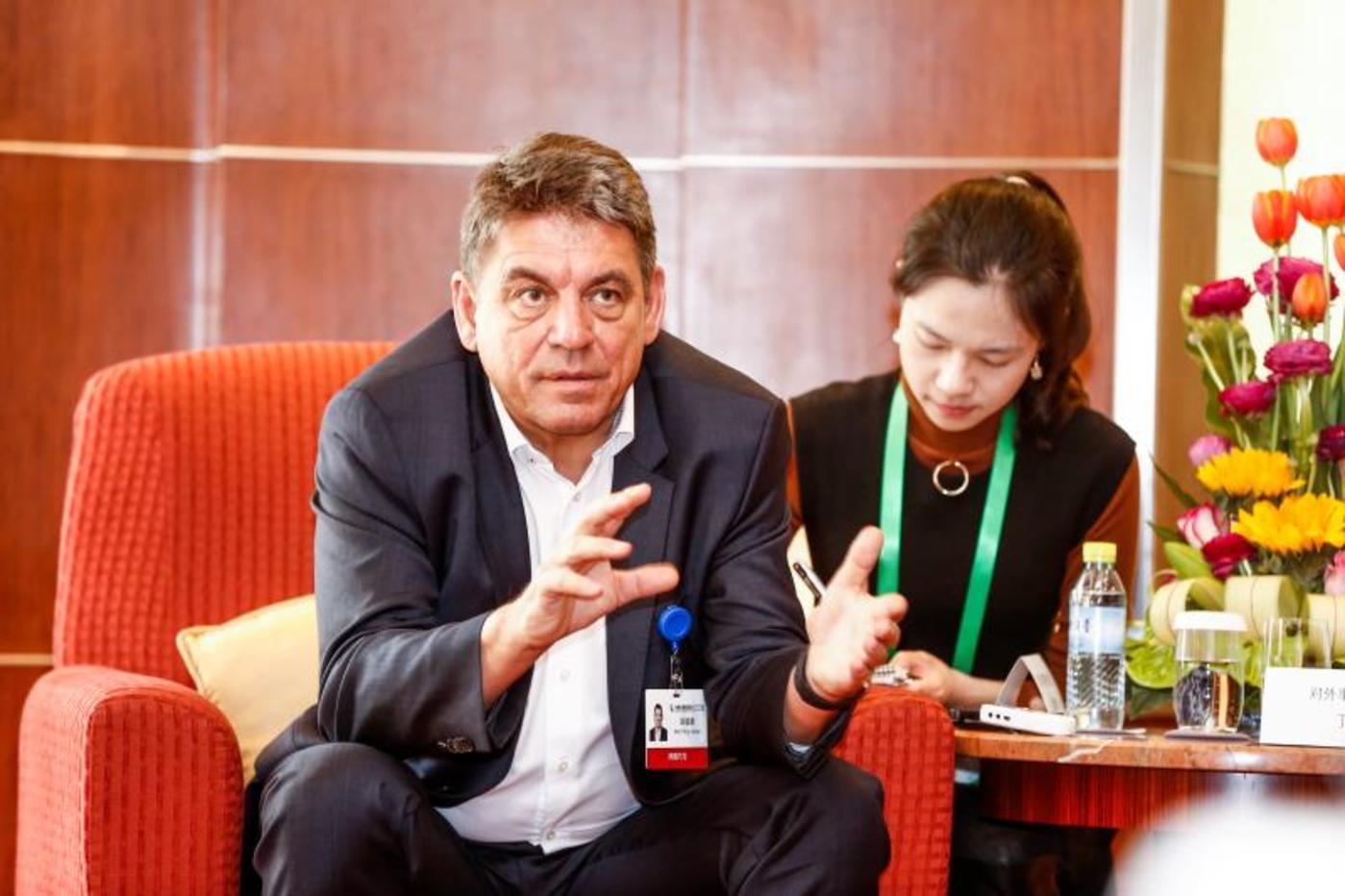 受访人:BYTON拜腾首席执行官兼联合创始人毕福康博士