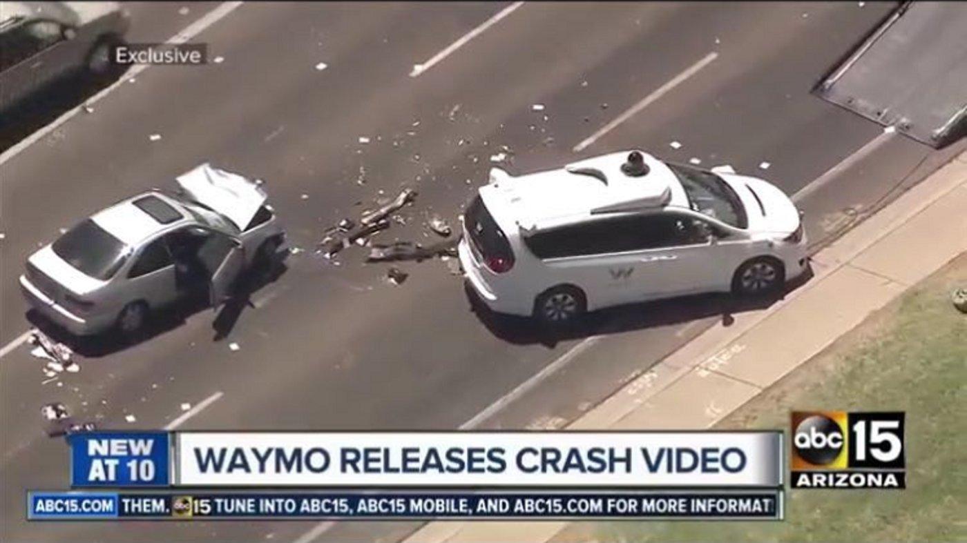 事故视频截图,来自abc15
