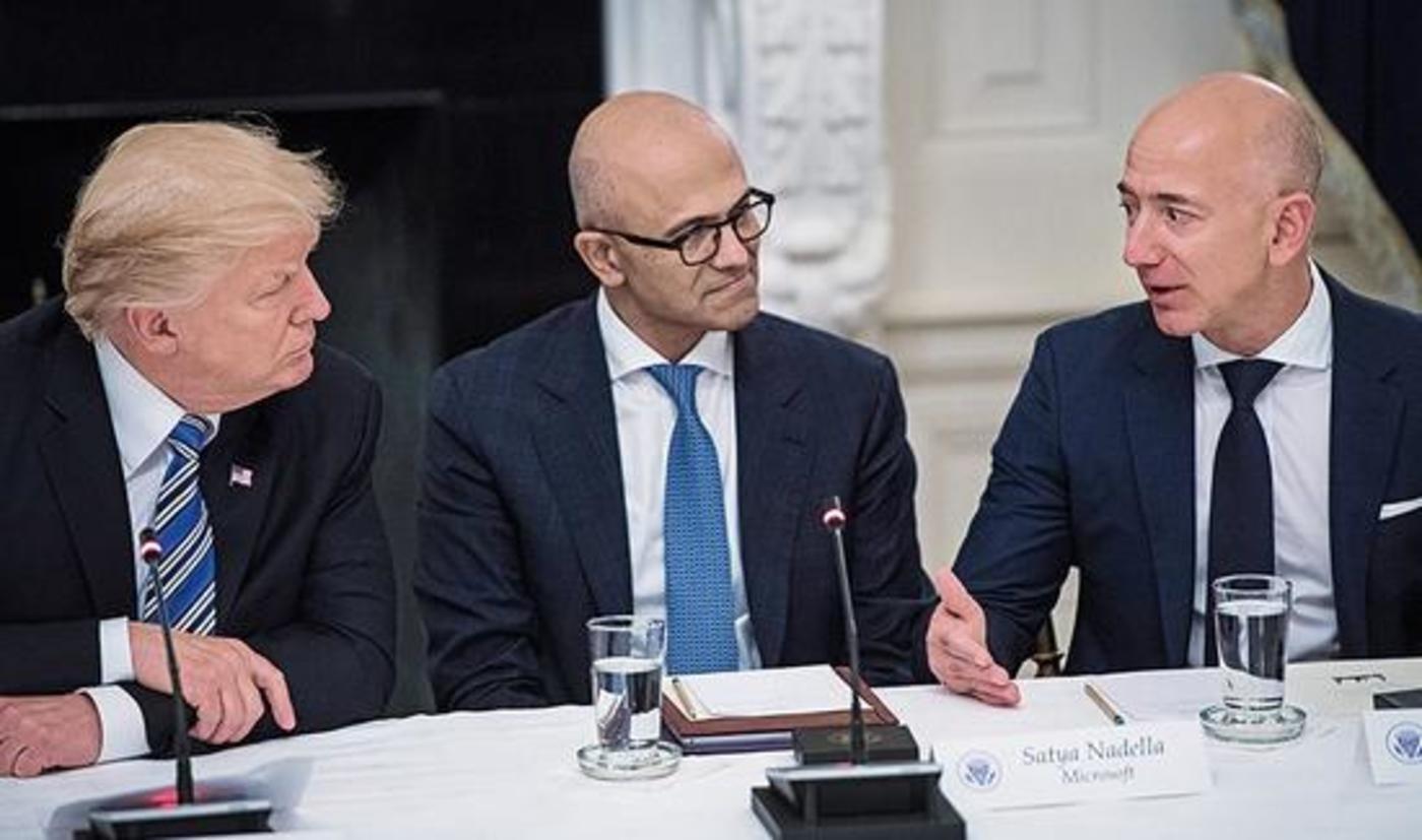 美国总统特朗普与纳德拉、亚马逊CEO贝佐斯谈论