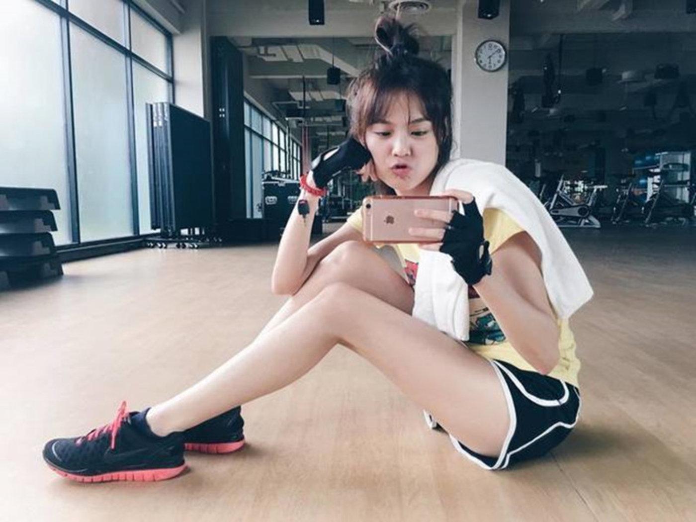 "Ungsumalynn Sirapatsakmetha(又名Pattie),泰国当红的新生代艺人,被称为""泰国版的杨幂或赵丽颖""。"
