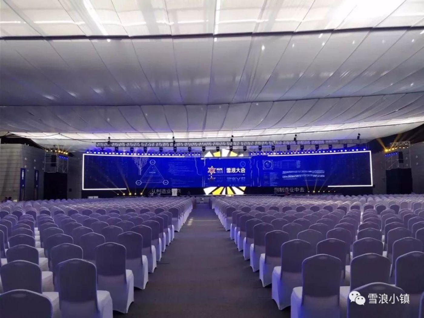 可容纳5000人的大会场,小编表示很震撼哦!
