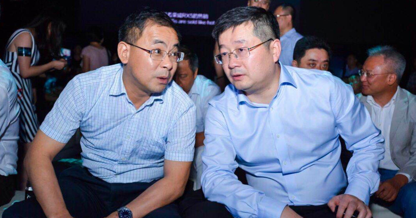 上汽乘用车集团总经理王晓秋(左)和翟俊
