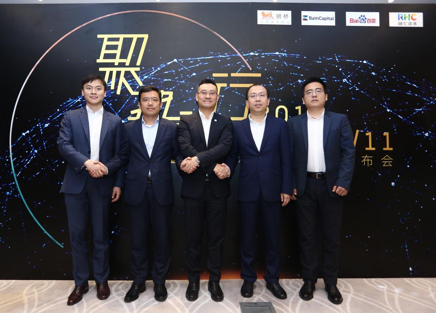 狮桥董事长万钧(左三)、百度智能驾驶