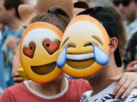 为庆祝世界表情日,库克带着苹果高管一起换成了emoji头像 | 钛搞了