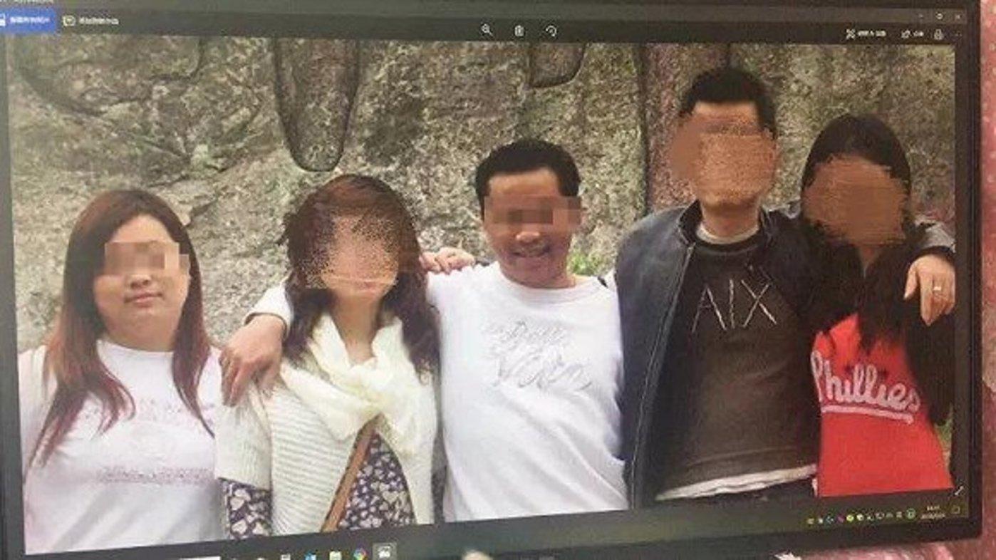 左一为李娟,左三为陈振宇(图片来自网络)