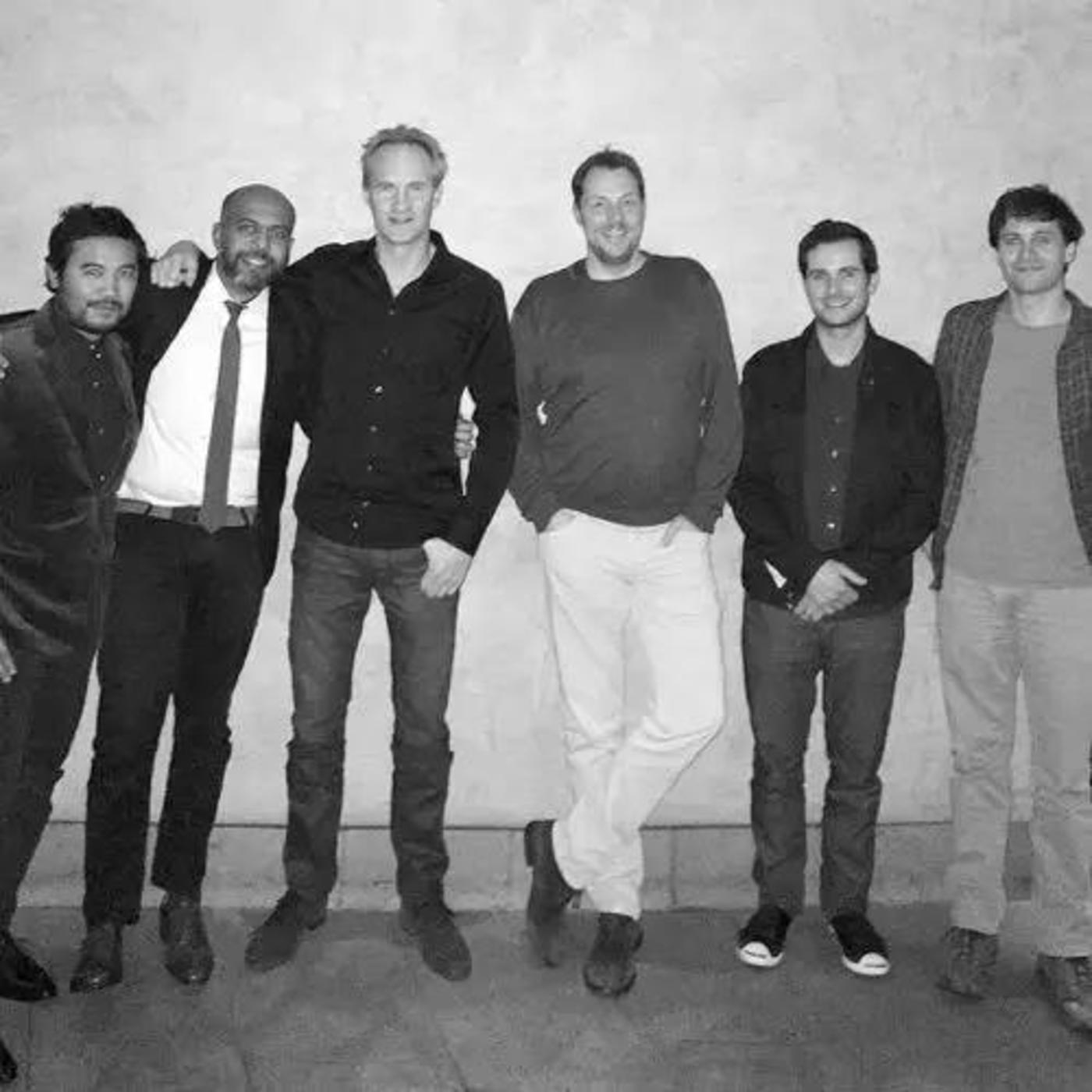 iPhone OS(2007年)设计师,从左至右:弗雷迪·安佐斯、伊姆兰·肖德里、巴斯·奥尔丁、马塞尔·范奥斯、史蒂夫·勒梅、麦克·马塔斯