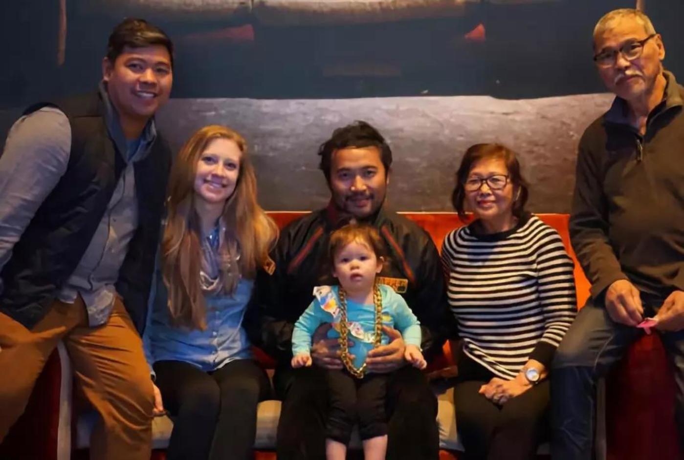 今年4月,安佐斯和家人在沃霍尔博物馆