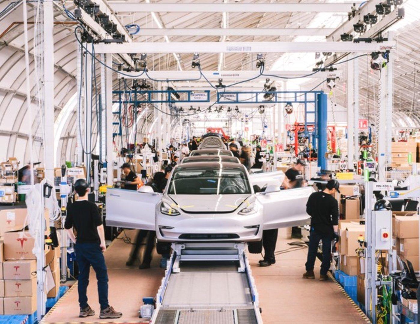 Model 3组装生产线