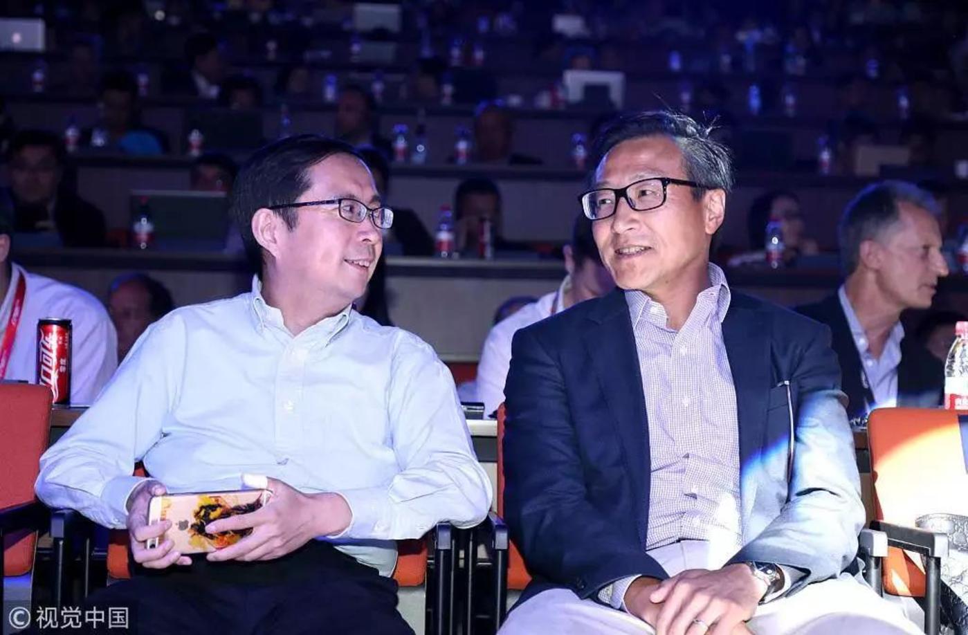 2017年阿里投资者日,左为CEO逍遥子,右为阿里执行副主席蔡崇信
