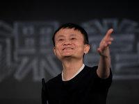 """马云宣布退休,撕开了中国企业家们""""退休难""""的遮羞布"""