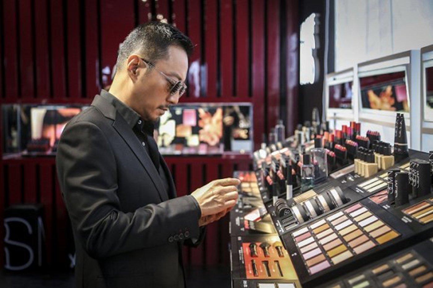 张涵予参加NARS于8月25日举办的彩妆屋活动 图片来源:NARS微博