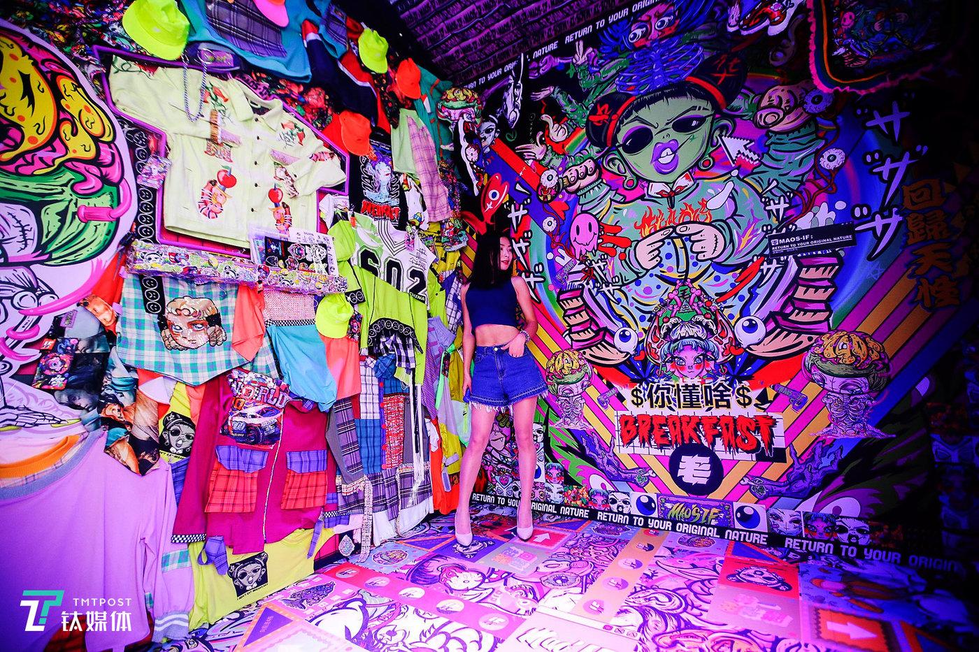 一位视觉色彩玩家的复古潮流服装店。