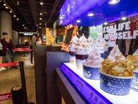 除了卖爆米花可乐,影院还能做什么生意来过冬?