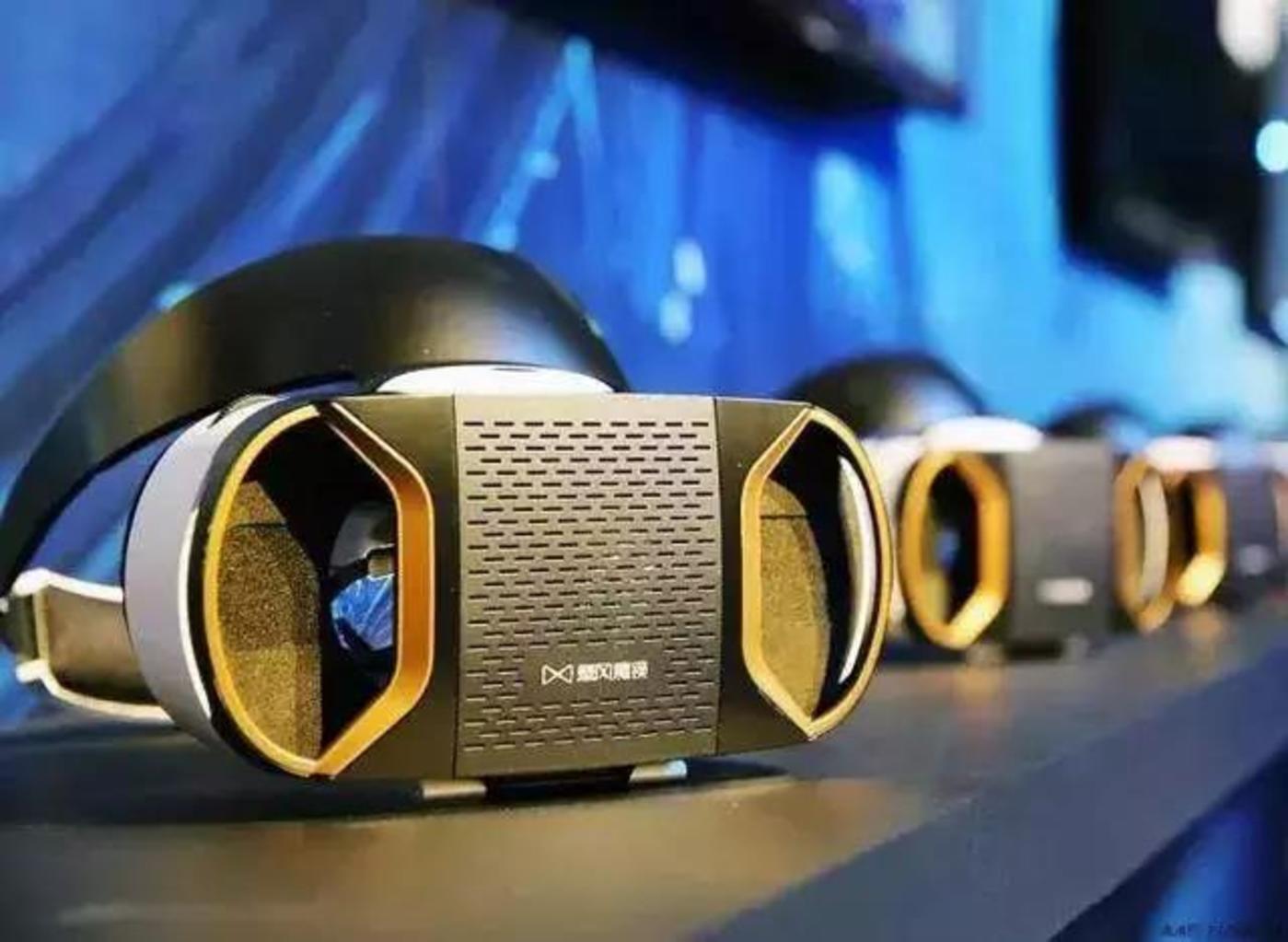 暴风魔镜的VR眼镜