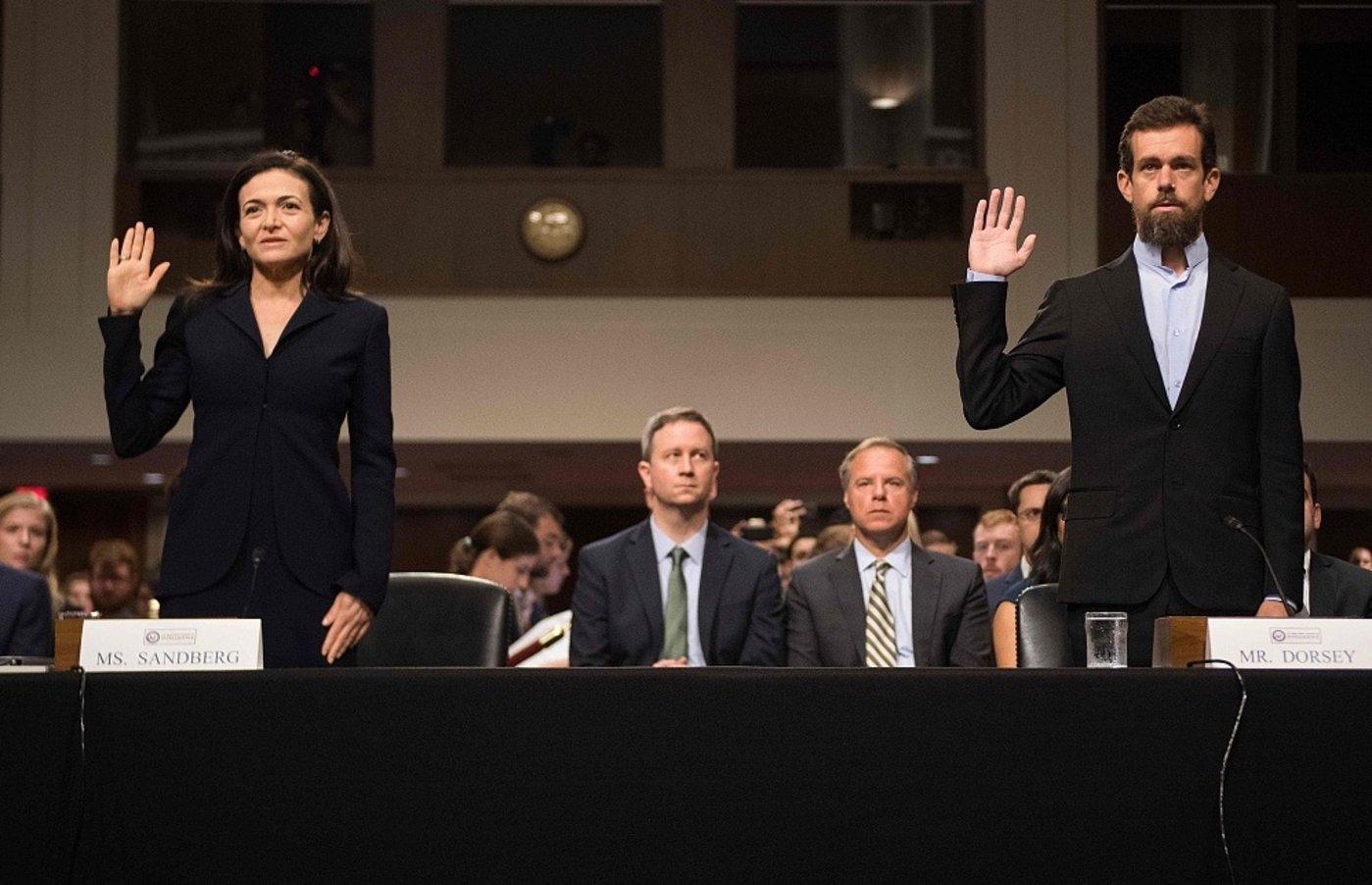 桑德伯格和Twitter CEO杰克·多西参加听证会