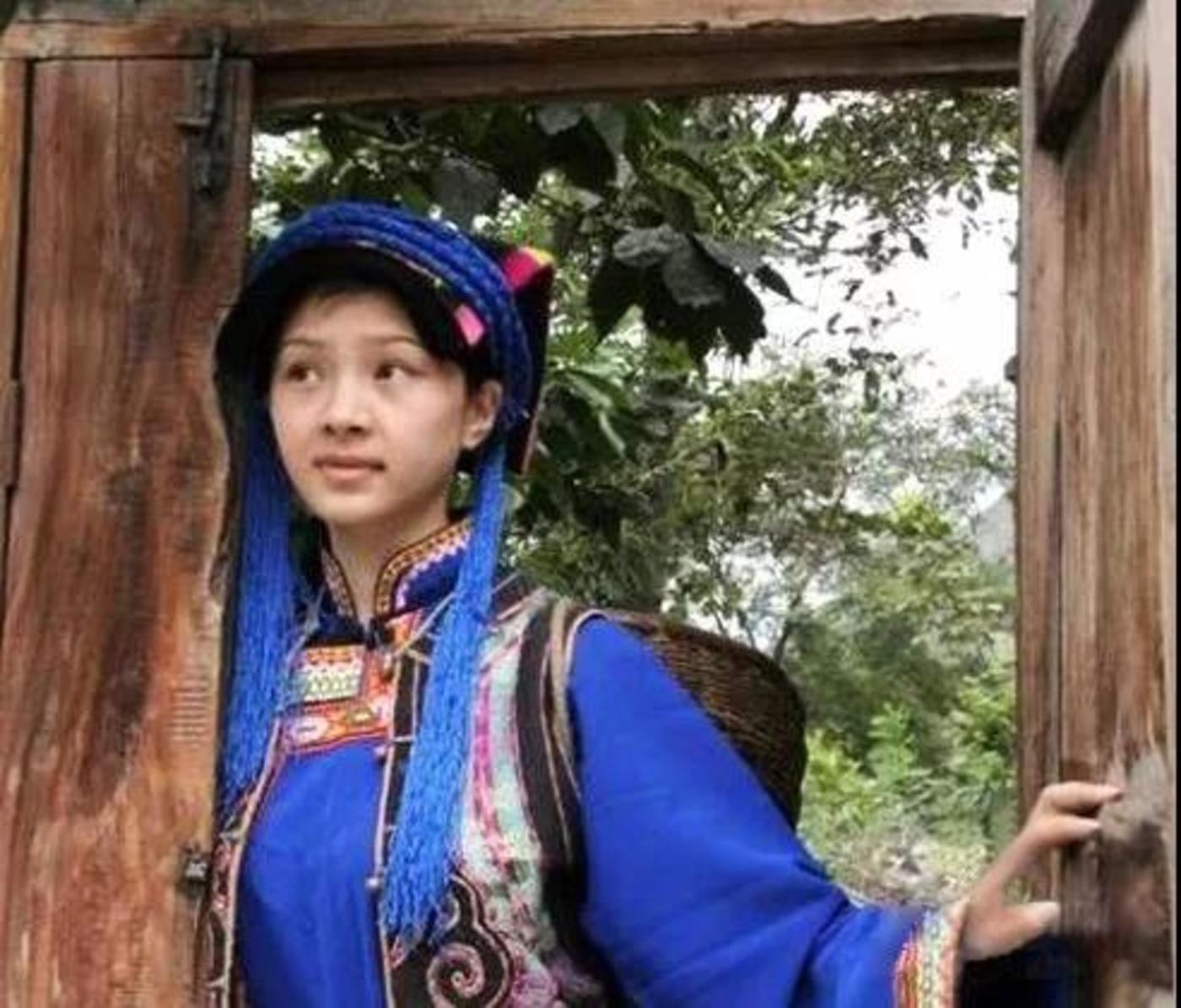 """偶然爆红网络尔后进军娱乐圈的""""天仙妹妹"""""""