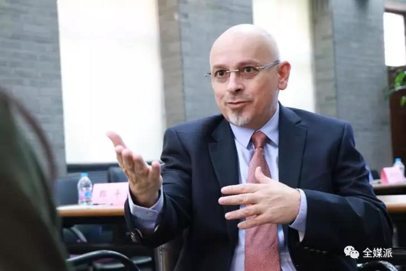 约万·库尔巴利亚教授
