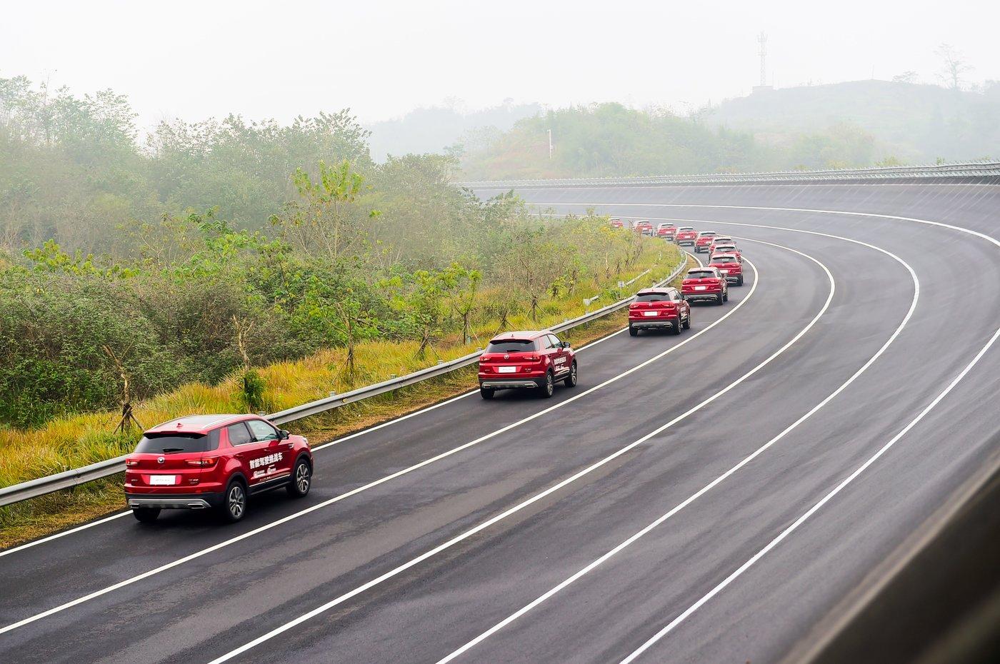 利用L3级自动驾驶,长安汽车实现了55辆车自动驾驶巡游