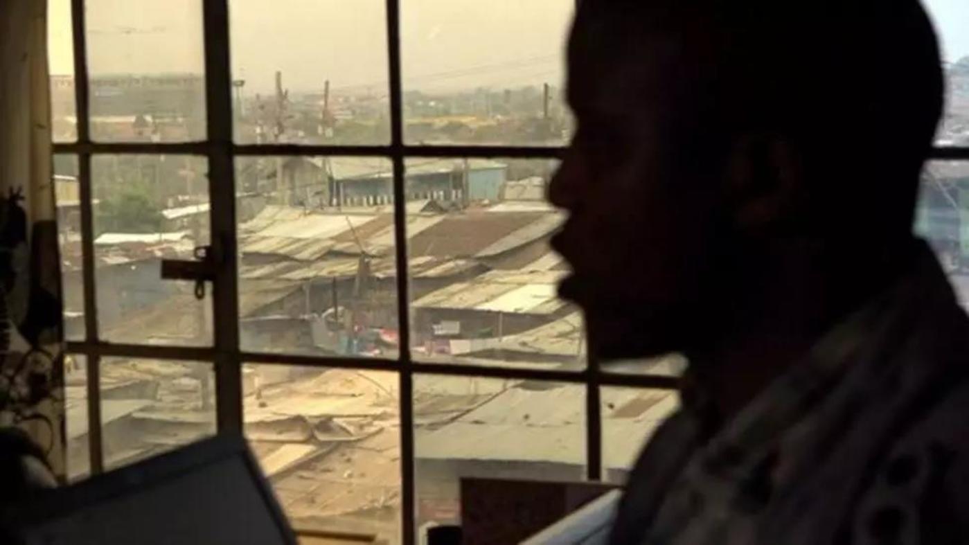 Gideon Ngeno 在基贝拉的核心地带教授基本的数字技术
