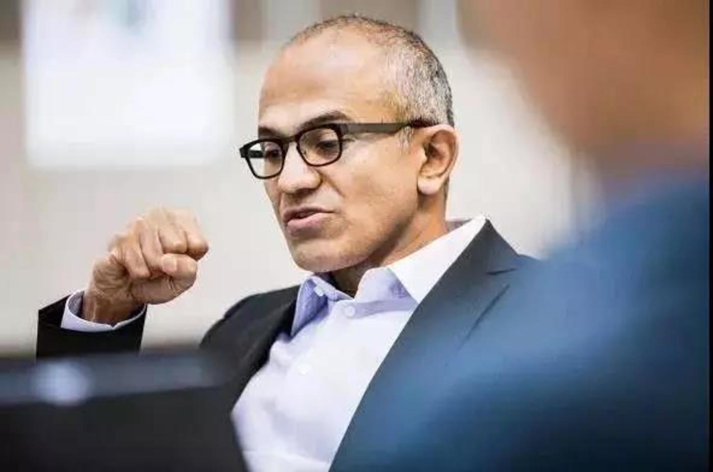 2014 年 2 月 4 日,纳德拉对微软员工进行了首次演讲,图源来自微软官方Twitter