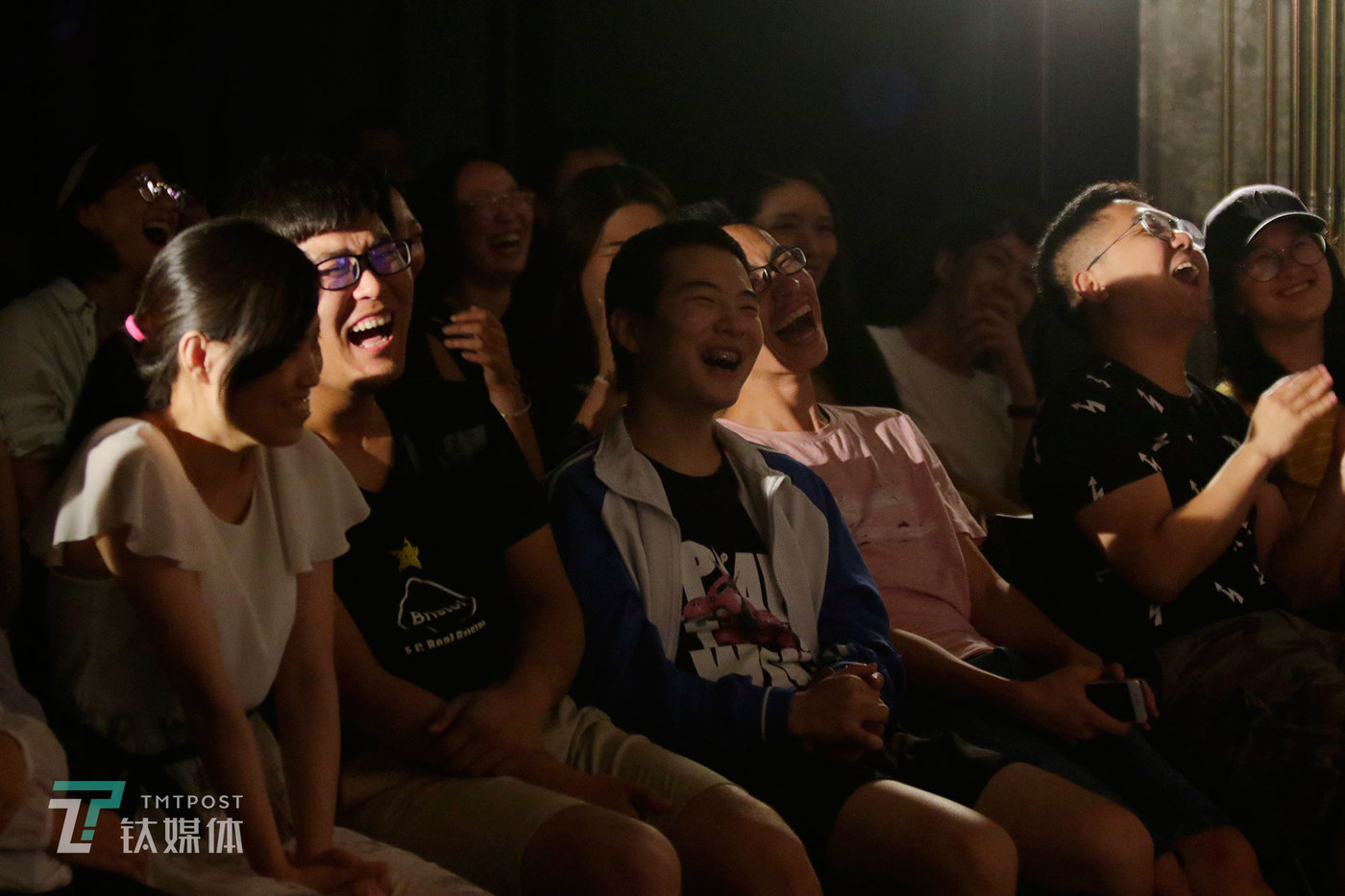 June 23, Beijing, audience members are in stitches by Hu Lan