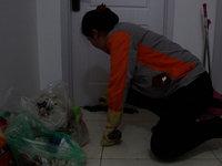 长租公寓保洁员:一年扫3600间屋子,每天弯腰200次,最怕差评 | 钛媒体影像《在线》