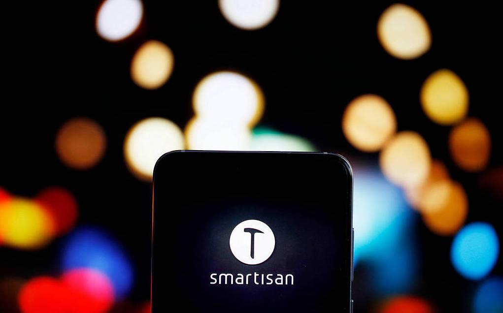 卖身、离场、坚持、转机:属于智能手机的2018