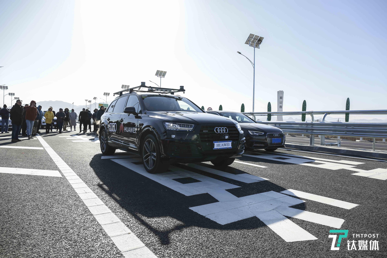 奥迪携手华为完成全国首例实际高速公路场景车路协同测试   钛快讯
